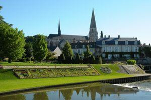 ロワール河畔の教会と町々