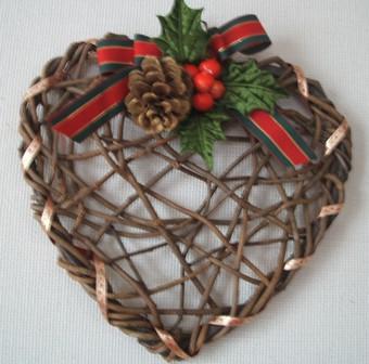 かずらで作る ハート形のクリスマスリース