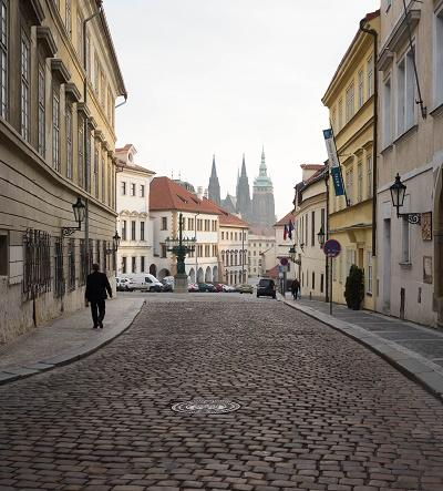 プラハ  歴史の「中心」が重なる街
