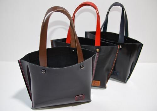 手縫いで作れる 黒革のミニトートバッグ