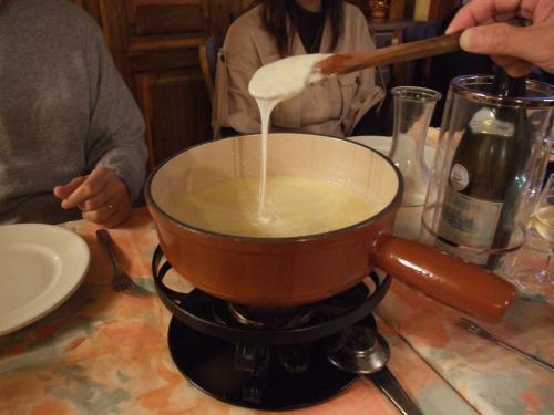 ボーフォールチーズでシャンパンフォンデュを作る