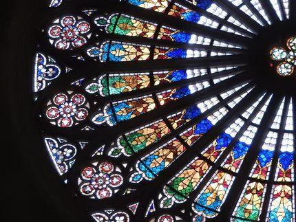 ストラスブール大聖堂のステンドグラスを読む