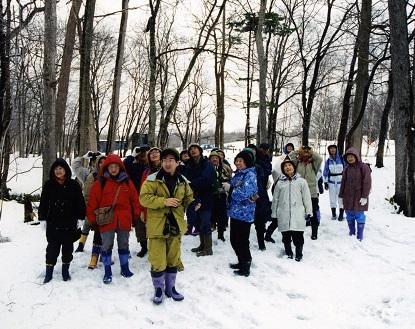 残雪の野幌森林公園を歩く