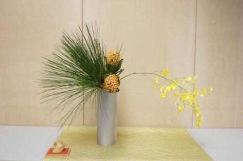 新春の花を生ける