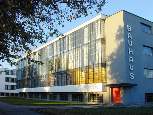モダンデザインの教育機関バウハウス