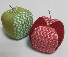 こぎん刺しのリンゴの針刺し