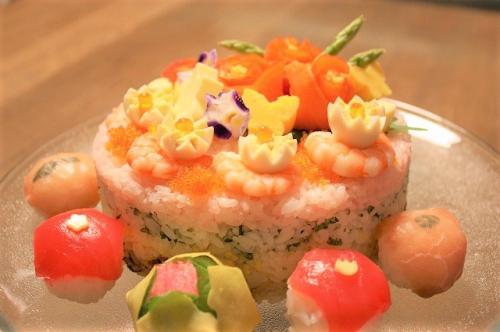 お祝いの日の飾り寿司
