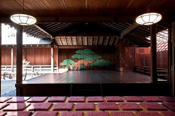 登録有形文化財 代々木能舞台で「能体験」
