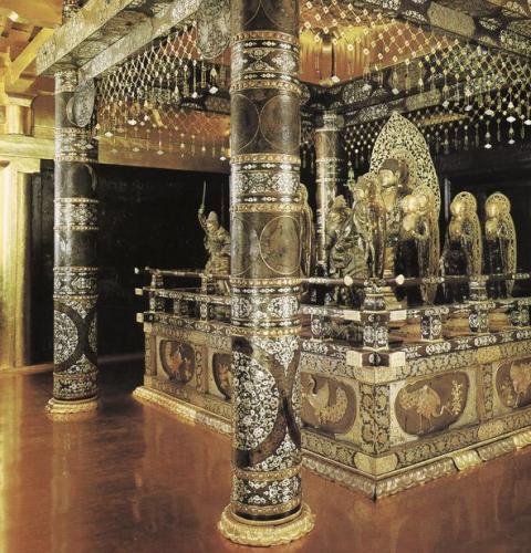 中尊寺金色堂の内部