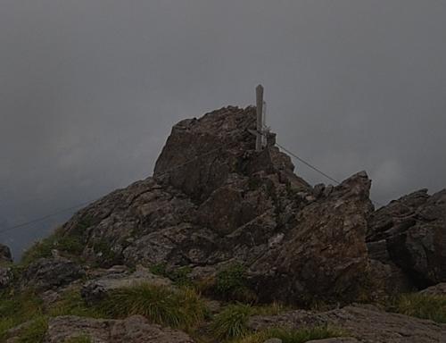 早池峰山山頂の奥宮石祠