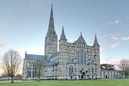 ソールズベリ司教座大聖堂。イングランドでは最大の塔を持つ。現存するマグナ・カルタ4写本の一つが保管されていた。
