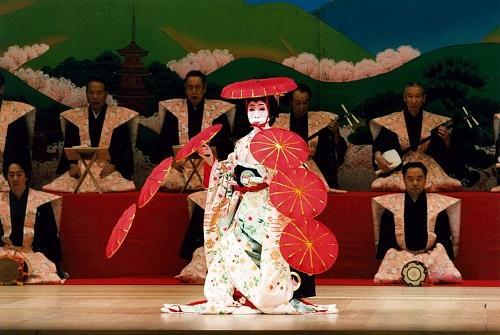 日本舞踊を体験・「娘道成寺」と「京の四季」