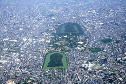 百舌鳥古墳群(南西から)堺市提供