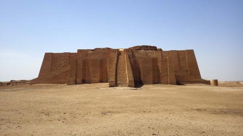 ウル遺跡のジッグラト(南イラク、約4100年前 講師撮影)