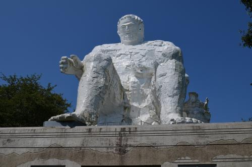 巨人像「ダイダラボウ」(大串貝塚ふれあい公園)