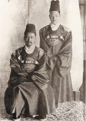 高宗(左)と皇太子純宗(右)