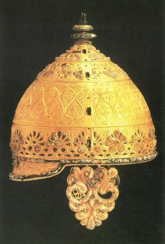 写真:黄金の兜