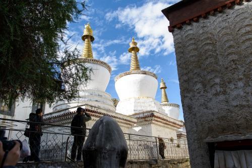 タシルンポ寺境内の仏塔