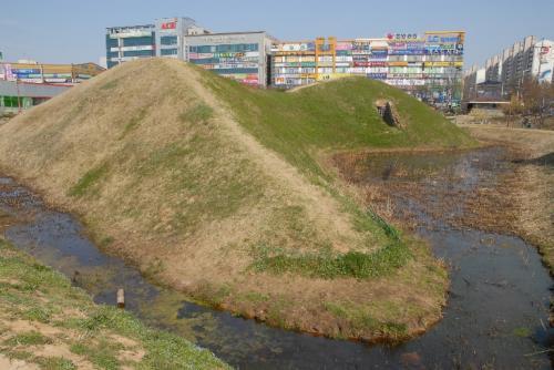 韓国・光州市 月桂洞1号墳(前方後円墳)