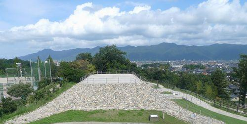 復元された四隅突出型墳墓(島根県出雲市西谷墳墓群)