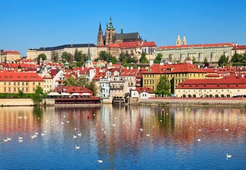 「黄金の町プラハ(チェコ)の歴史と文化」ブルタヴァ(モルダウ)河とプラハの町