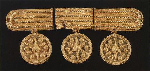 金製ペンダントヘッド(シリア、エブラ遺跡出土、前1700年頃)