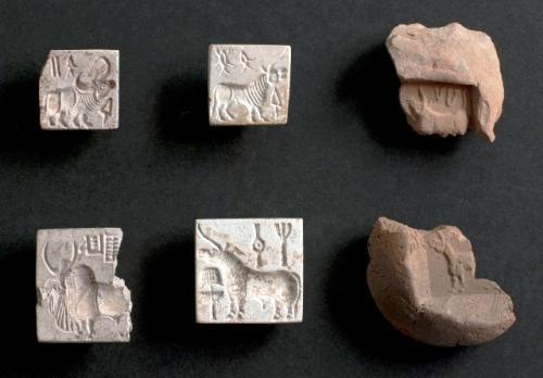 ファルマーナー遺跡出土の印章と封泥