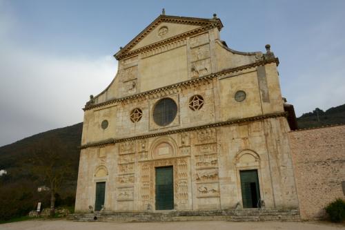 スポレート-サン・ピエトロ教会