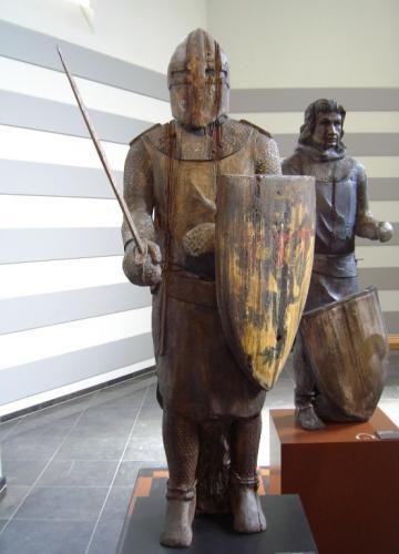 中世の騎士の木像(ベルギー)