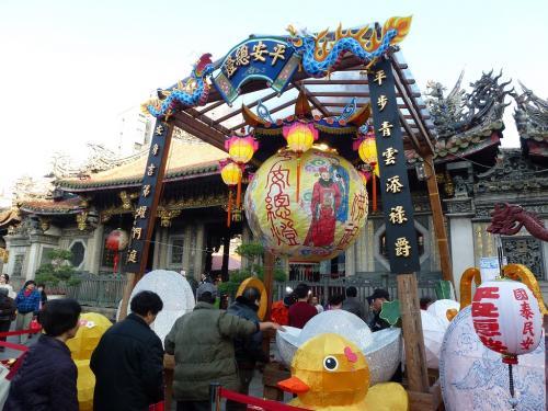 台湾・台北の古刹、龍山寺の春節