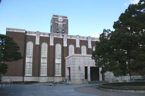 本部構内の百周年時計台記念館