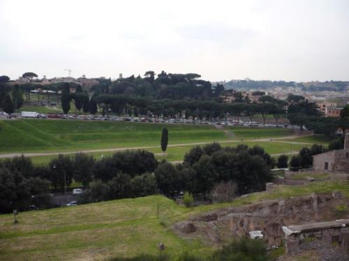 ローマ市に残る大戦車競技場