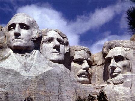 アメリカ、ラシュモア山の四人の大統領の彫像