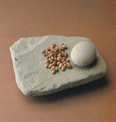 「石皿と磨石」・大阪府教育委員会所蔵
