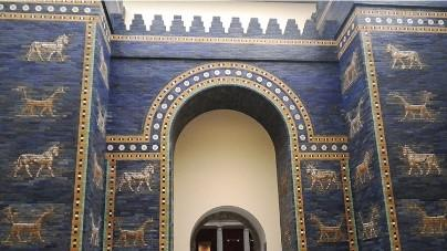 バビロンのイシュタル門(ベルリン・ペルガモン博物館に復元)