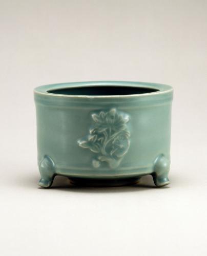 青磁貼花蓮花文香炉 龍泉窯 南宋時代 愛知県陶磁美術館蔵