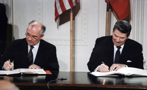 米ソのINF全廃条約締結(1987年)