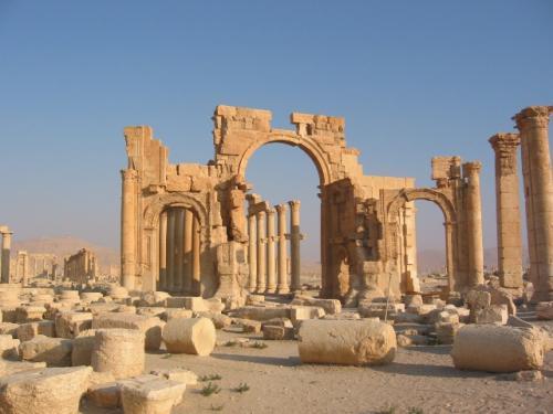 紀元前1世紀から3世紀にかけて繁栄したシリアのパルミラ遺跡(2002年講師撮影)