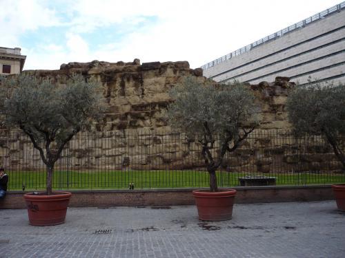 ローマ市に残るセルウィウスの旧城壁