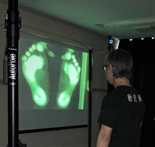 足裏の測定風景