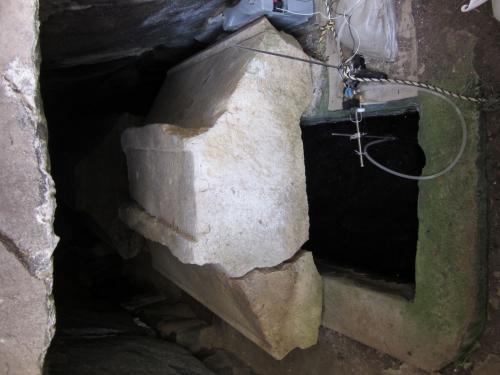菖蒲池古墳の石棺(講師撮影)