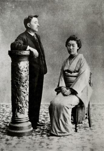 熊本時代の八雲と妻セツ(提供・小泉八雲記念館)