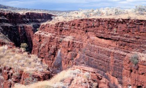 25億年前の鉄鉱石(オーストラリア)