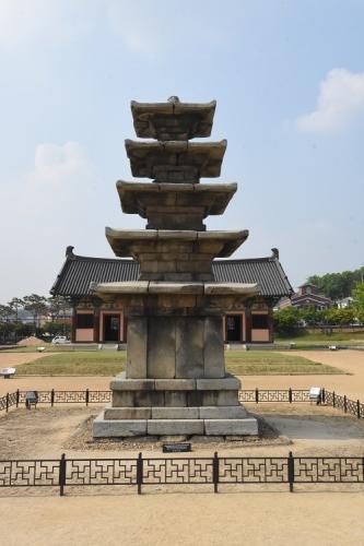 定林寺石塔(百済)