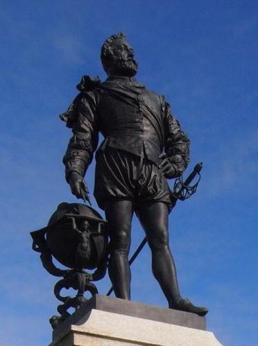 フランシス・ドレイクの立像(プリマス)