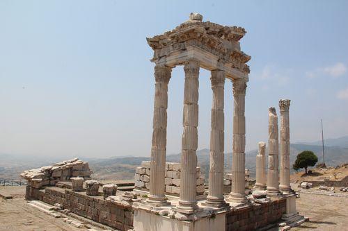 アクロポリスのトラヤヌス神殿