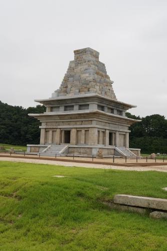 修復なった弥勒寺石塔西塔(百済)