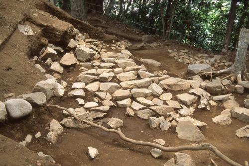 津久井城1号階段状遺構・相模原市博物館蔵