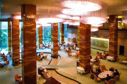 大阪ロイヤルホテル・リーガロイヤルホテル