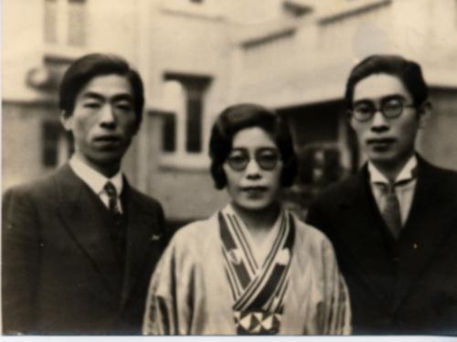 左から岡先生、岡先生の奥さまのみちさん、 中谷治宇二郎さん
